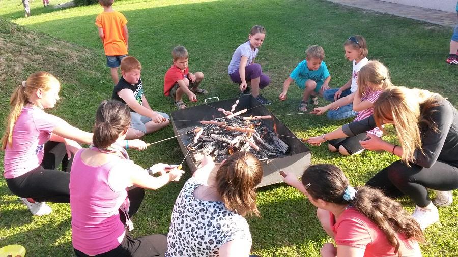 piknik na župnijskem dnevu za otroke